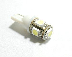 LED replacement bulb for outdoor lighting
